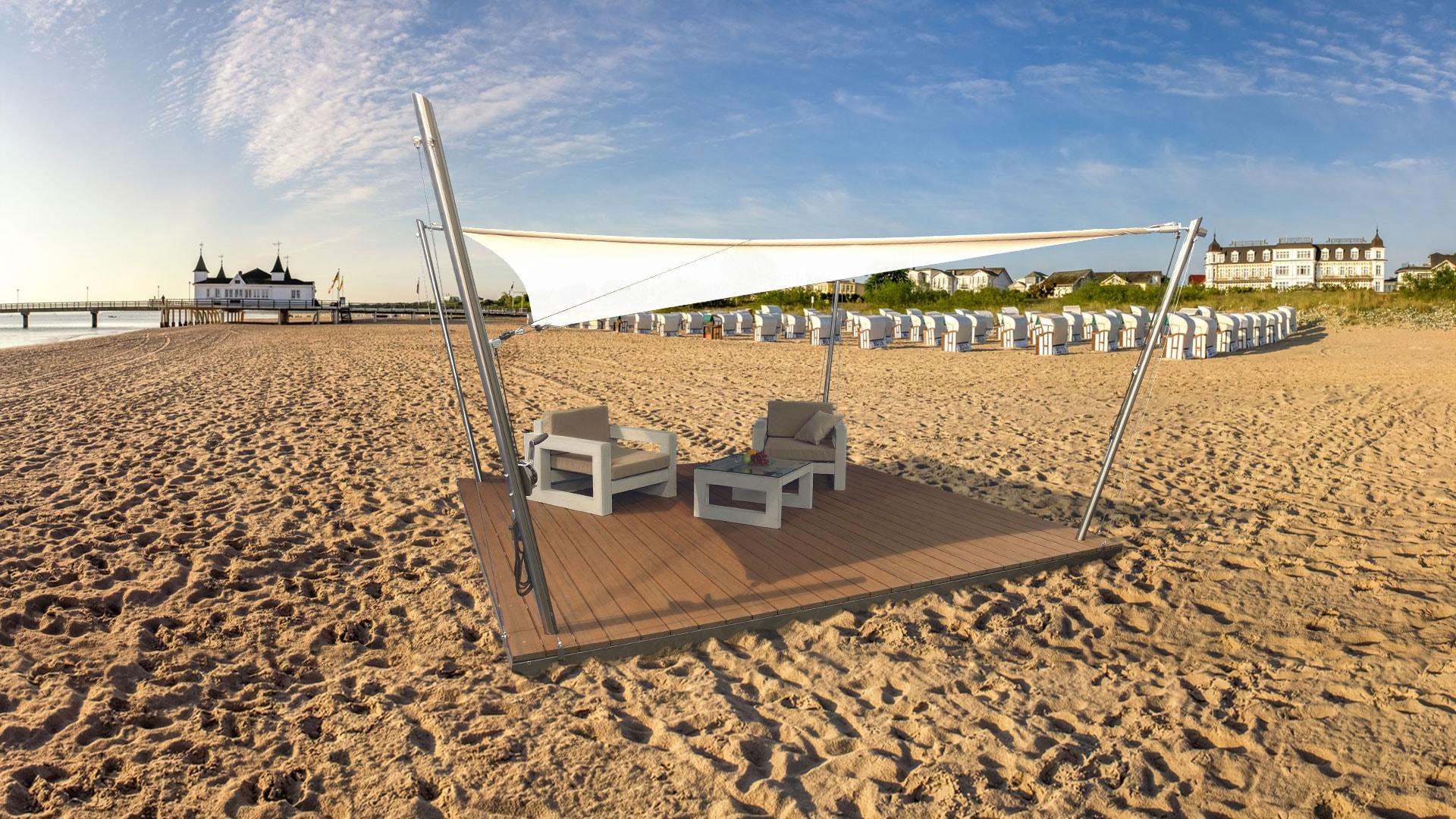 Eine Sonnensegel-Lounge, aufgebaut am Strand.