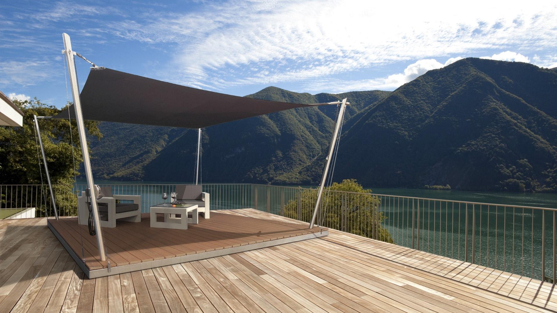 Eine Sonnensegel-Lounge auf einer Dachterrasse.